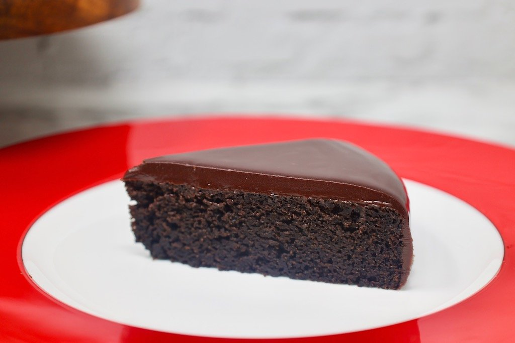 3-Ingredient Oreo Cake with crushed oreos